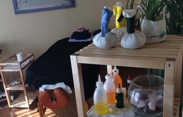 hot-stone-massage-fellbach-kraeuterstempel