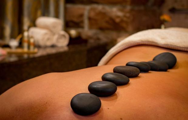 hot-stone-massage-fellbach-steine