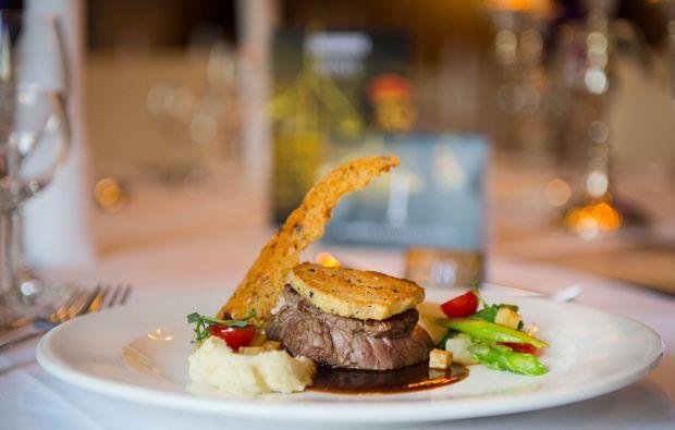 krimi-dinner-hamburg-fleisch