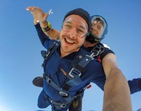 Fallschirm-Tandemsprung Sprung aus ca. 3.000-4.000 Metern - ca. 30-50 Sekunden freier Fall