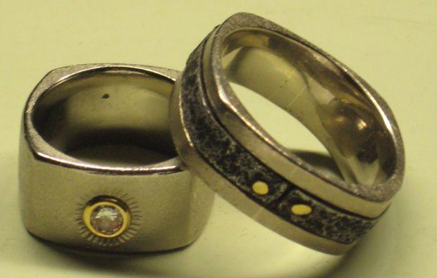 trauringe-selber-schmieden-fuer-zwei-pforzheim-ring-mit-steinen
