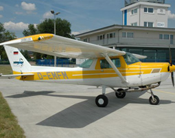 Pinch Hitter   Strausberg Cessna C152