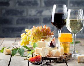 Wein und Käse Verkostung - Eckelsheim Verkostung von 8 Weinen & 8 Sorten Käse und Herstellung von 2 Käsesorten