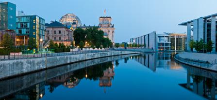 Berlin Spree mit Reichstag im Hintergrund