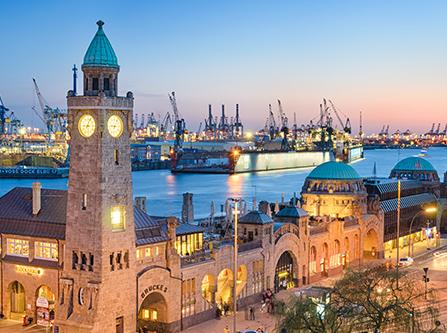 Hamburger Hafen in Abendstimmung