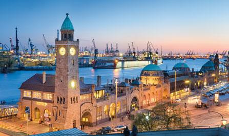 Hafen Hamburg bei Dämmerung