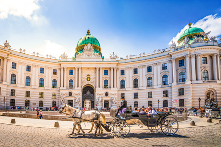 Hofburg in Wien bei blauem Himmel