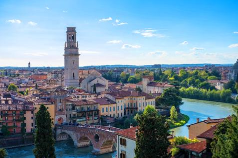 Altstadt Verona mit Brücke über den Etsch